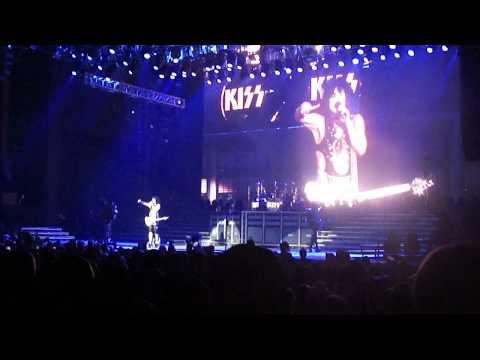 KISS- Love Gun (live)- (Gene spits fire & Paul flies through the crowd) August 4th, Dallas Tx.