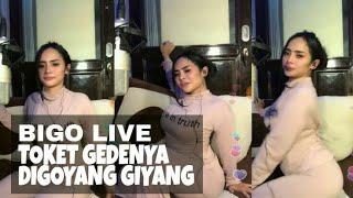 Video BIGO LIVE, Toket Gede Tante Digoyang Goyang download MP3, 3GP, MP4, WEBM, AVI, FLV Agustus 2018