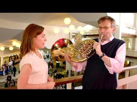 Simon Halsey takes the Sarah´s Music Horn Challenge!