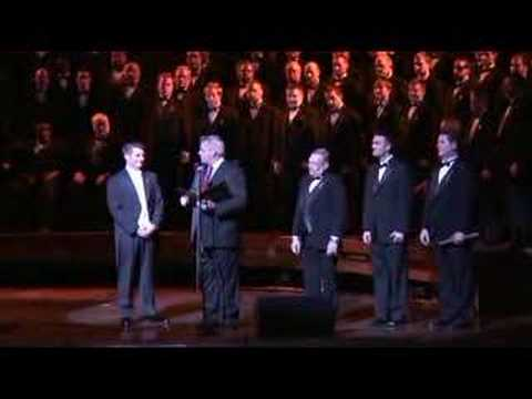 Jonathan Palant receives the Turtle Creek Chorale...