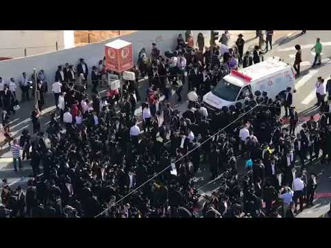 Peleg protesters do not even accomodate an ambulance (Media Resource Group)
