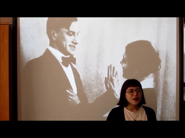 Изображение предпросмотра прочтения – ЮлияБобкина читает отрывок изпроизведения «Флейта-позвоночник» В.В.Маяковского