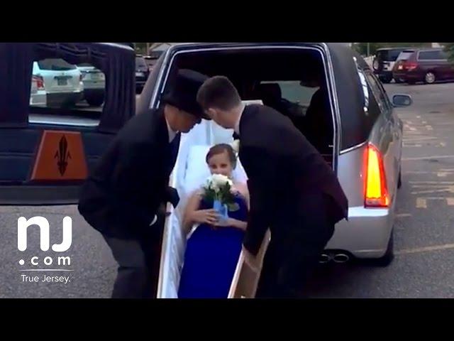 Աղջիկն իր ավարտական երեկոյին ներկայացել է դագաղով. տեսանյութ