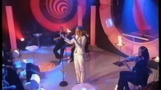 Juliette Schoppmann - I Still Believe - live