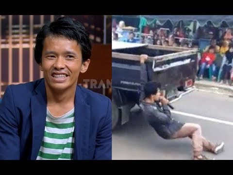 VIRAL, Nyanyi Di Tengah Jalan Hingga Terseret Mobil | HITAM PUTIH (04/07/19) Part 1