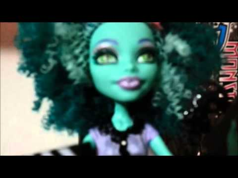 review-monster-high-doll-fca-honey-swamp