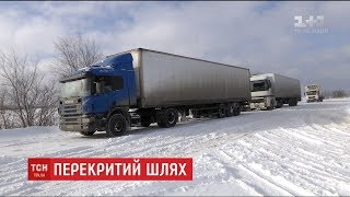 Поблизу Запоріжжя зупинились десятки авто через нерозчищені від снігу дороги