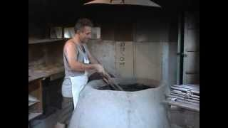 Traditionelles Brotbacken in Georgien