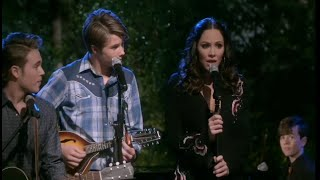 Kat McPhee sings 'God Bless the Broken Road' on Country Comfort (Netflix)