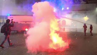 Bombe carta e lancio di oggetti: notte di guerriglia a Roma alla manifestazione