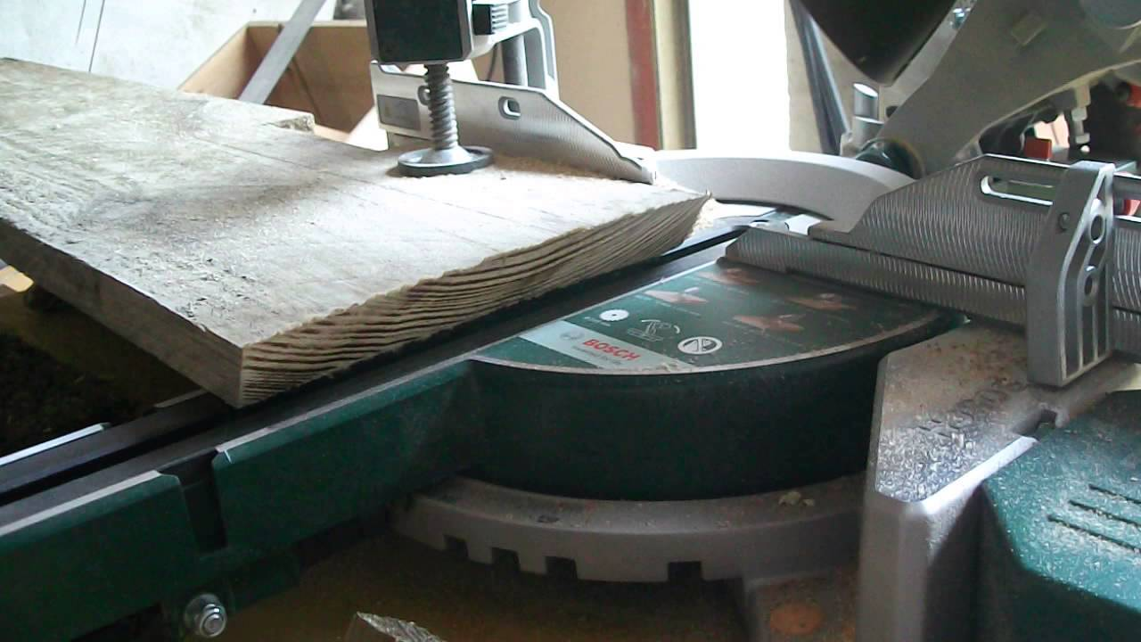 Bosch Pcm 8 Sd Découpe Planche Coffrage En Biais