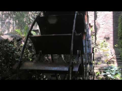 two-mill-stones-and-an-old-working-water-wheel---snuff-mills,-bristol,-uk