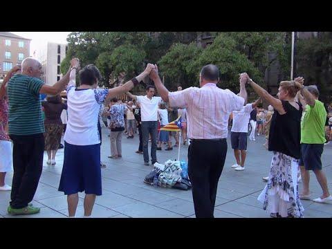 La Sardana - la danza nacional de los catalanes. Barcelona, Cataluña, España