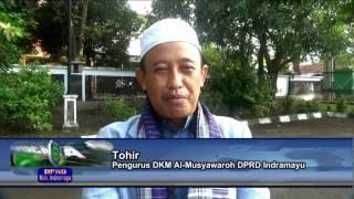 Halaman Gedung DPRD Kab Indramayu Dimanfaatkan Warga Untuk Sholat Ied