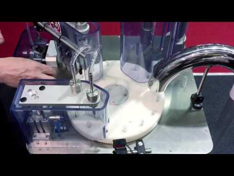 Flaconi Tester per Profumi e Cosmetici: la riempitura di un flacone sampling
