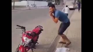 Repeat youtube video Fun.2 (না দেখলে মিস) Bangladesh cricket team members having fun distracting the journalist..2]