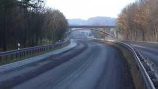 Alte leere Autobahn A4 im Leutratal Jena
