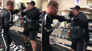 CANELO LOOKING LIKE A 168LBS MEXICAN BEAST ON THE MITTS! FIRES OFF RAPID FIRE COMBOS IN  TRAINING!
