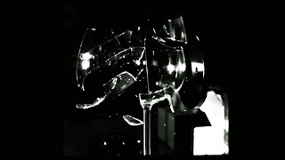 Breaking a glass with sound in slow motion - Dara O Briain