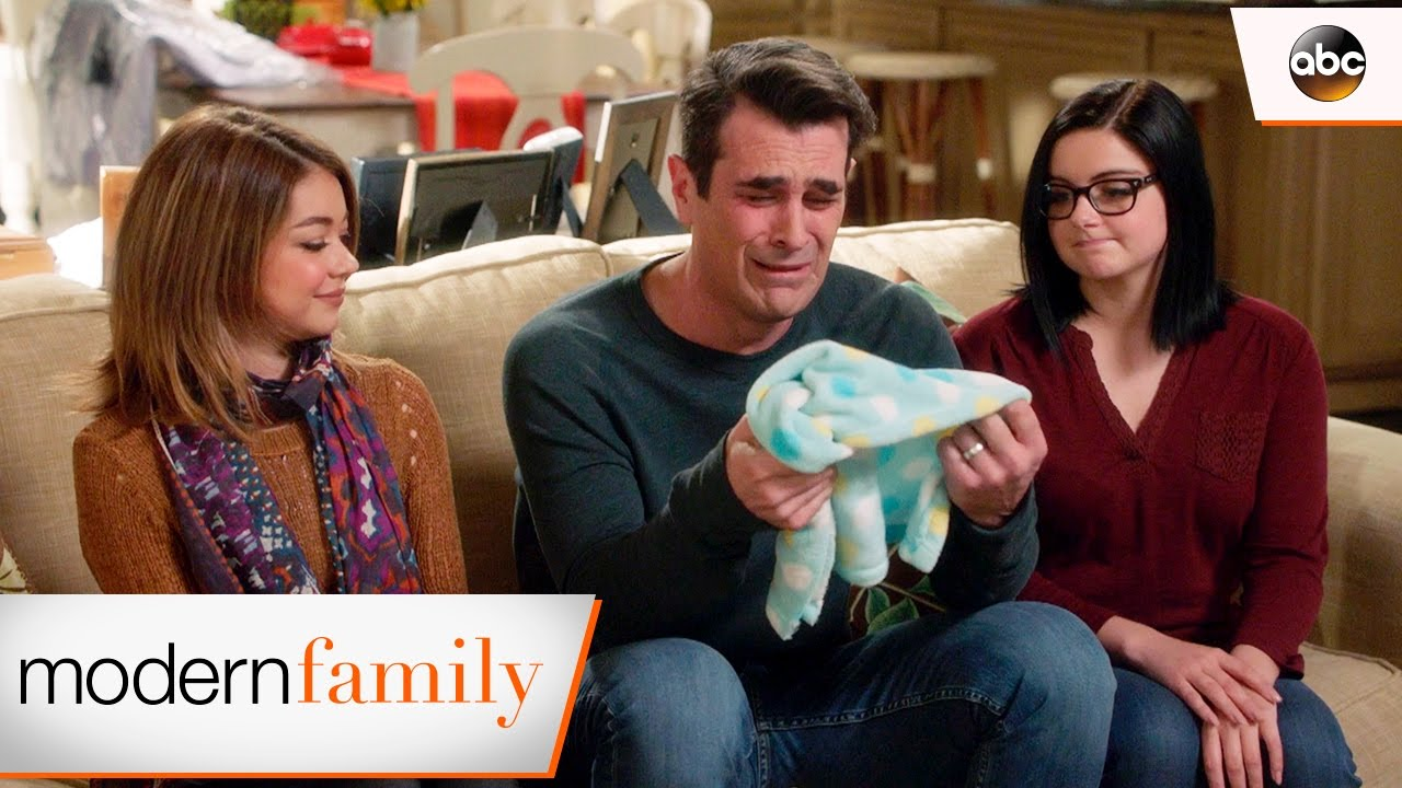 phil cries it out modern family 8x22 youtube. Black Bedroom Furniture Sets. Home Design Ideas