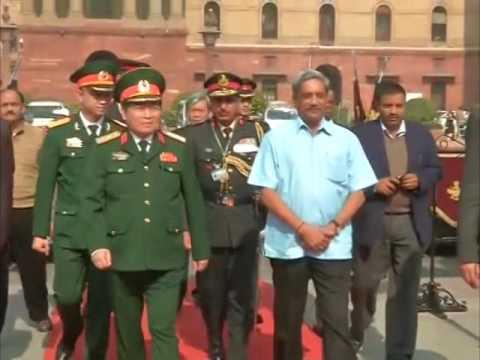 Vietnamese Defence Minister visits war memorial in New Delhi