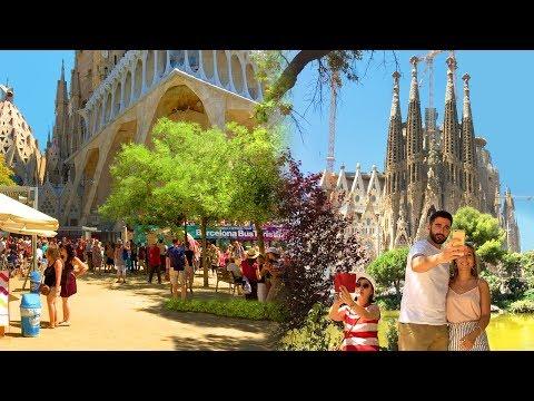 Barcelona Walk - SAGRADA FAMILIA Famous Gaudí-designed Gothic Church - Spain