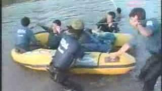 大アリクイに遭遇→ゴムボートの底が抜ける.