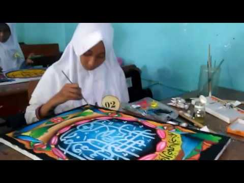 Anindi Membuat Kaligrafi Dalam Lomba Mapsi Tingkat Komda