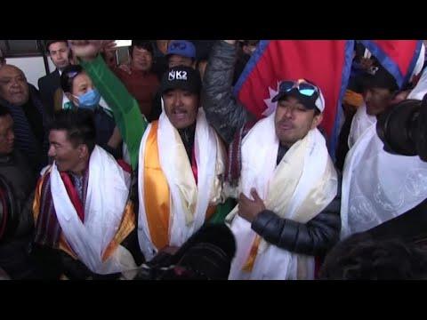 I nepalesi dell'impresa sul K2 accolti da eroi a Katmandou