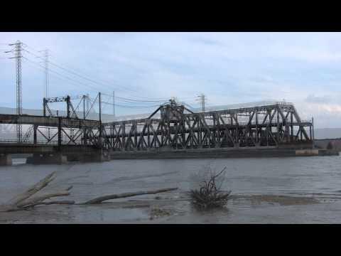 BNSF Trains at Fort Madison, Iowa 10-27-2014 w/Drawbridge Footage