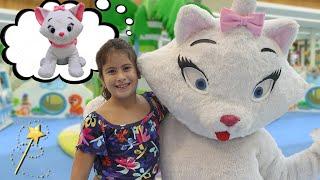 Maria Clara e Gatinha Marie brincando no parquinho do shopping ♥