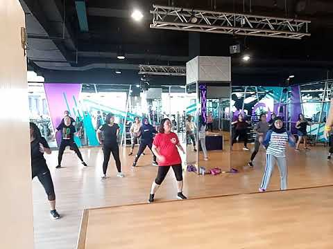 Celebrity Fitness Kota Kasablanka - Zumba With Yuni  LopeZ