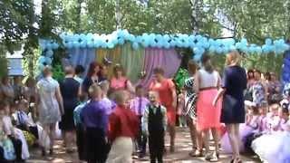 Танец мамы с сыном на выпускном в детском саду