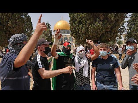 أكثر من 300 إصابة في تجدد المواجهات في المسجد الأقصى  - 18:58-2021 / 5 / 10