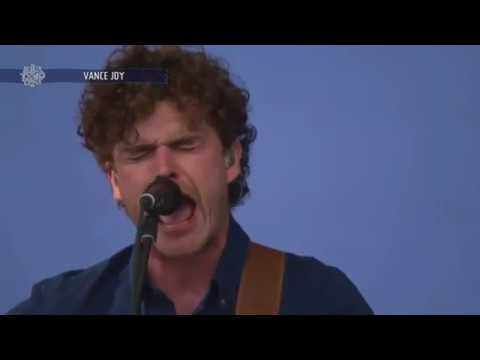 Vance Joy - Lay It On Me (Live 2017)