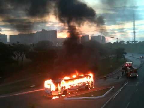 Ônibus de Planaltina de Goiás pega fogo!!!!