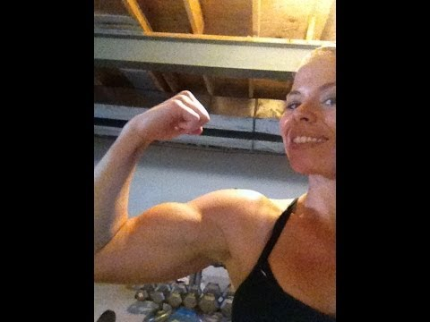 WOMENS FITNESS TRAINING FOR TANK TOP ARMS . BICEP WORKOUT ROUTINE FOR LEAN STRONG ARMS