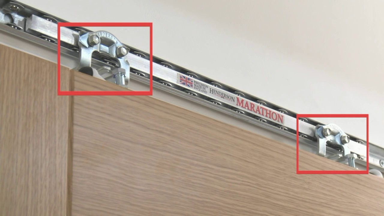 HENDERSON MARATHON 1-DOOR SLIDING TRACK SYSTEM | Screwfix & HENDERSON MARATHON 1-DOOR SLIDING TRACK SYSTEM | Screwfix - YouTube