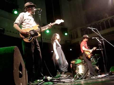 PJ Harvey & John Parish - False Fire (live @ Paradiso, Amsterdam, 13 may 2009)