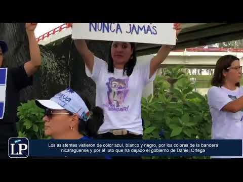 Nicaragüenses en El Salvador realizan plantón para denunciar represión de Ortega
