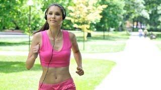 видео Когда лучше бегать для похудения – утром или вечером? Все о полезной привычке