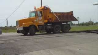 CSX MOW DumpTruck Derailing