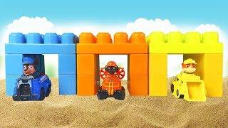 Играем в Синий Трактор-  Строим Гараж для Машинок - Видео для детей про Машинки