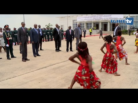 President Kagame received in Mozambique in a colourful ceremony(24/10/2016)