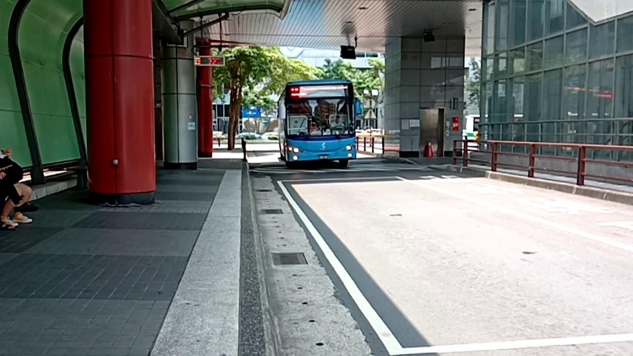 等候953路線公車發車(西元2020年05月09日) - YouTube