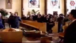 سقوط تمثال العذراء في الكنيسة وصراخ عباد الأصنام