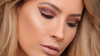 Cranberry Smokey Eye - Graphic Glitter Liner