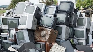 что можно взять со старого телевизора (усилитель на TDA7057)(что можно взять со старого телевизора я выдернул усилитель на TDA7057 такую микросхему можно купить на али..., 2016-06-06T17:42:13.000Z)