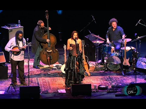 Grammy Winning Rhiannon Giddens In Concert For Cox Charities