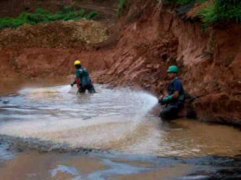 Ecuador Oil cleanup